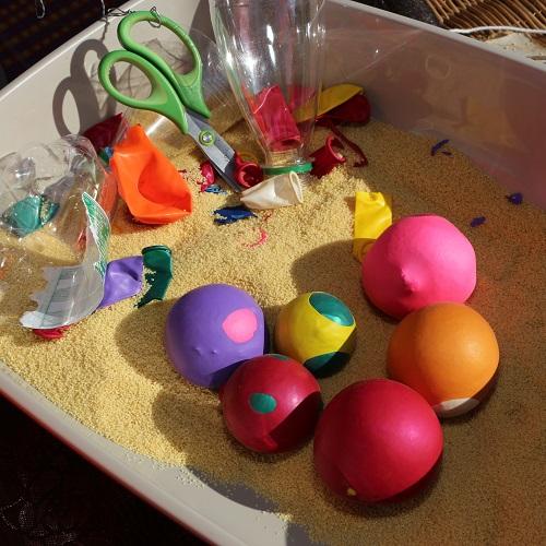 Atelier de création de balles de jonglage pour un anniversaire d'enfant