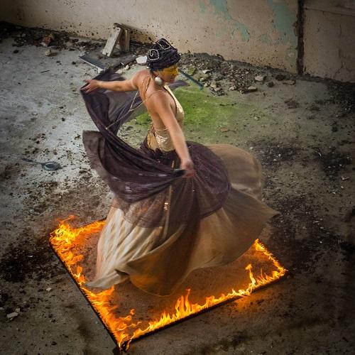 Laïana en solo pour un spectacle de feu pour un mariage en Bretagne
