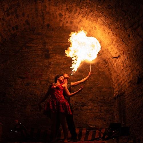 Spectacle personnalisé pour un mariage : Notre duo de feu Retro Circus