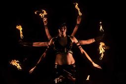 NUITA spectacle de feu orientale à 3 artistes