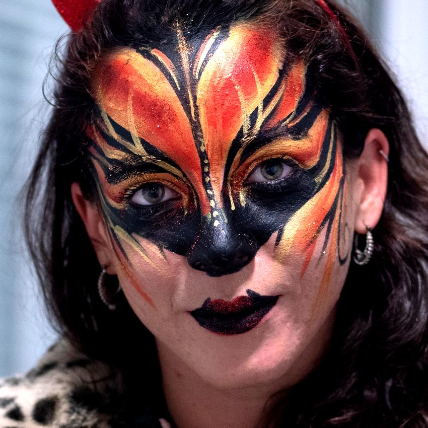 maquillage-animation-soiree-adulte-artistique-uv-lumiere-noire-blacklight-bodypaiinting-fluo-île-de-france-paris