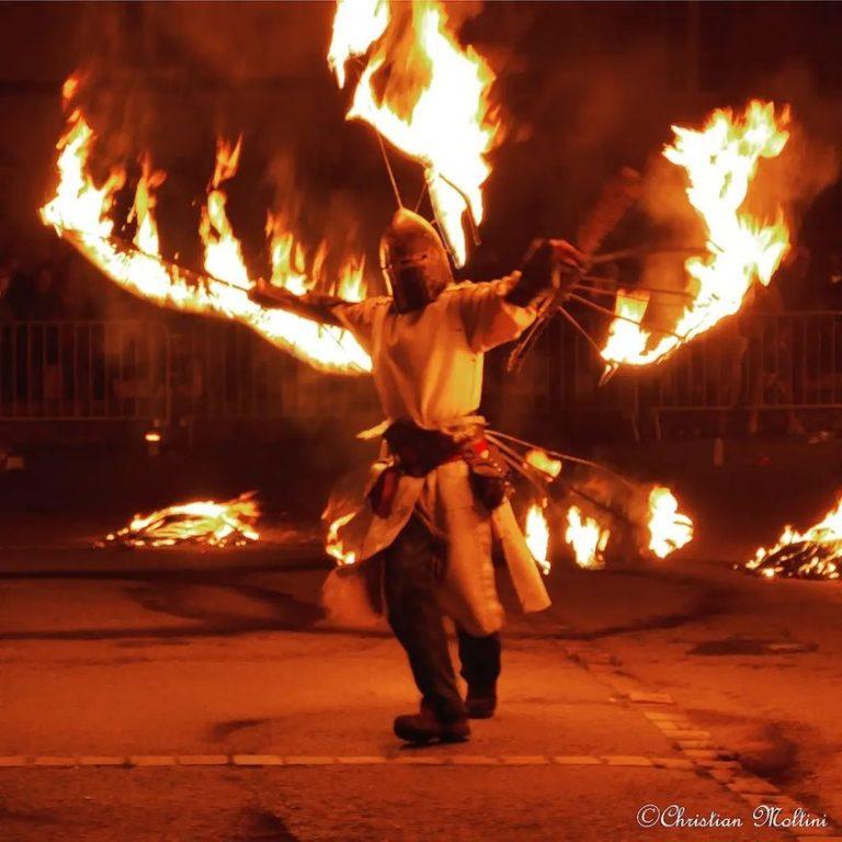 feu_danse__libellune__jonglage_paris_ile-de-france__noël_france_essonne_marne-la-vallée_paris_seine-saint-denis_seine-et-marne_yvelines_val-d'oise_val-de-marne